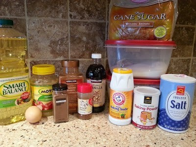 a photo of ingredients needed for mom's applesauce cake
