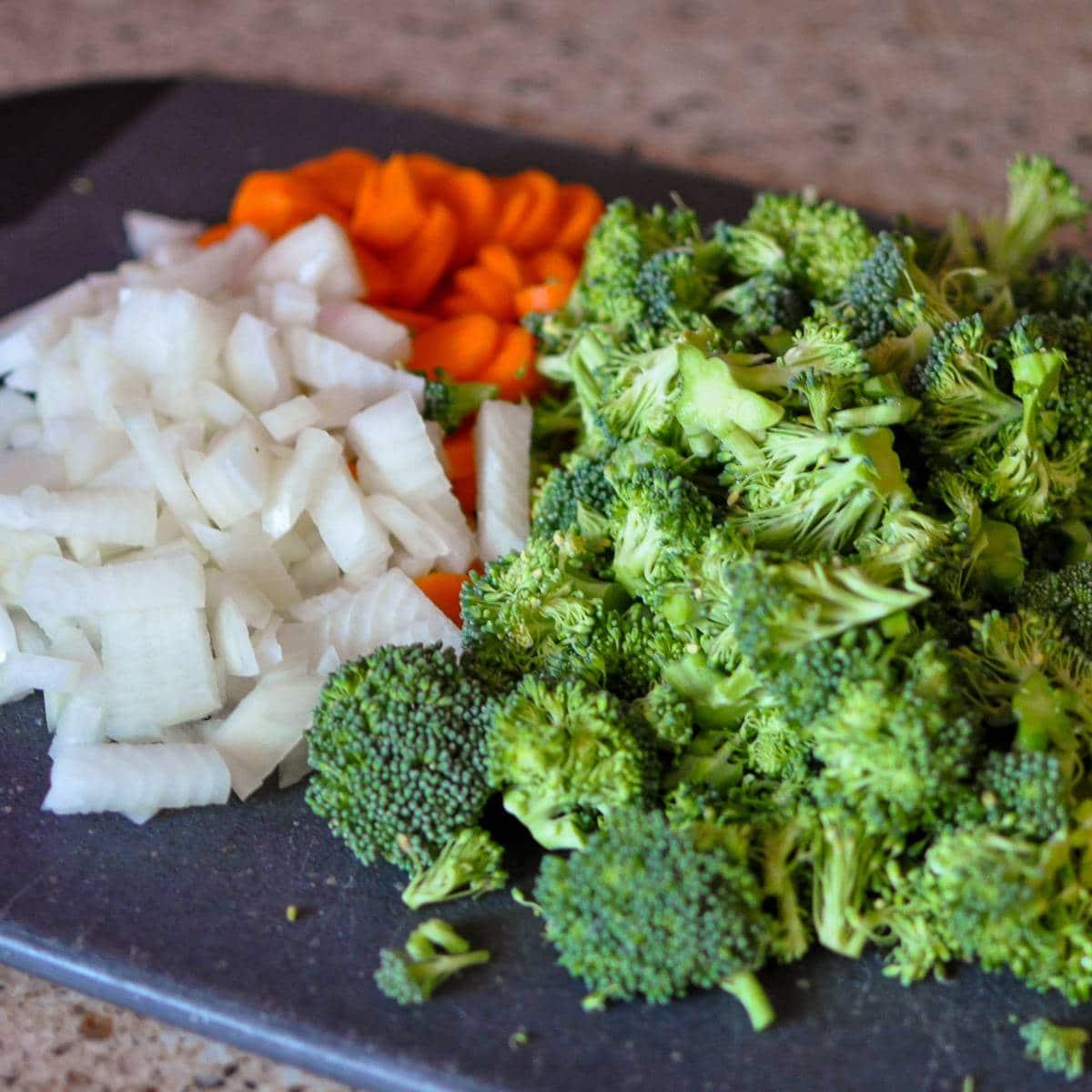 broccoli carrots and onions chopped to make soup